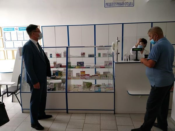 Akim of the district Adil Zholamanov visited pharmacies and checked the situation.