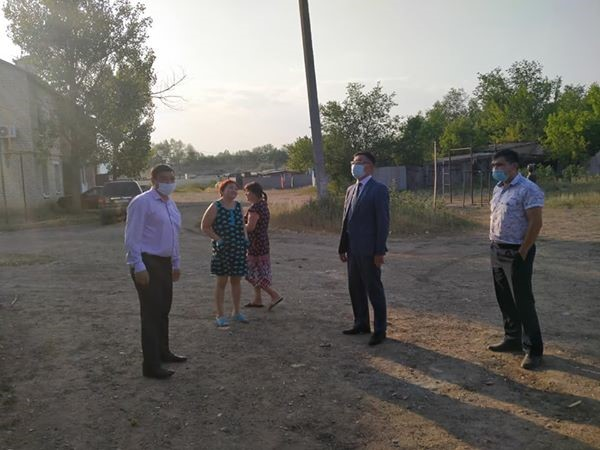 Akim of the region visited a two-storey house which is undergoing major repairs in the village of Fedorovka.